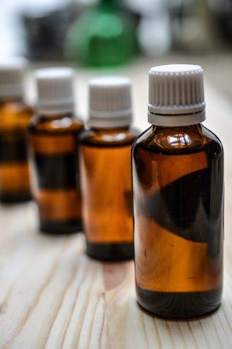 Medizinische Flaschen Zecken Öl
